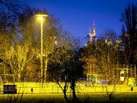 Sportplatz Praunheim bei Flutlicht